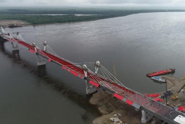 Строительство моста через Амур близится к завершению