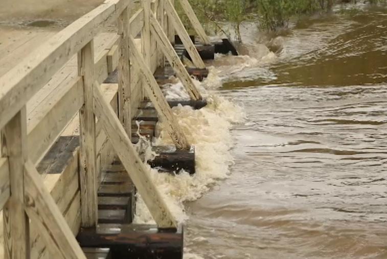 На ликвидацию последствий паводка направлено свыше 200 специалистов и 75 единиц техники