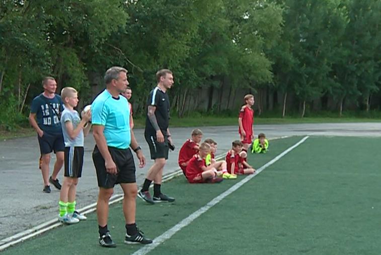 Дворовые команды по мини-футболу сражаются за путевки на областной этап турнира