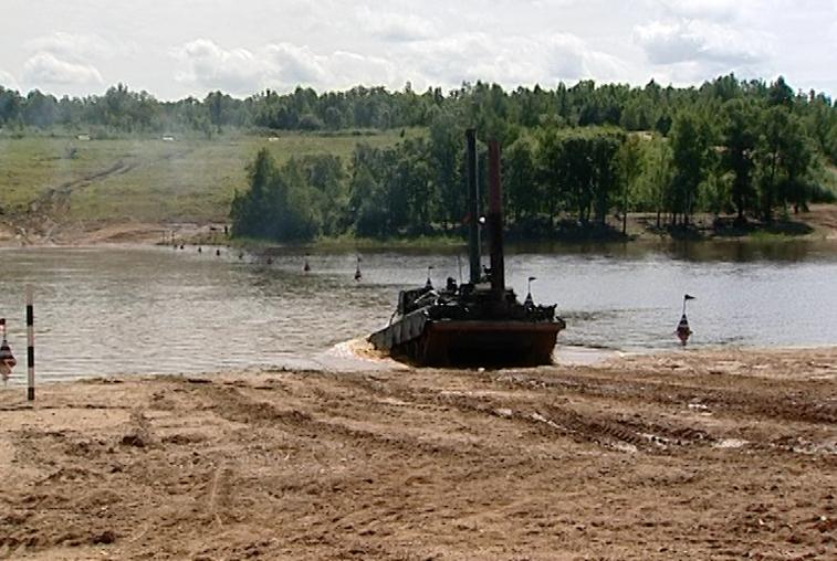В области прошли масштабные военные учения по преодолению водных преград