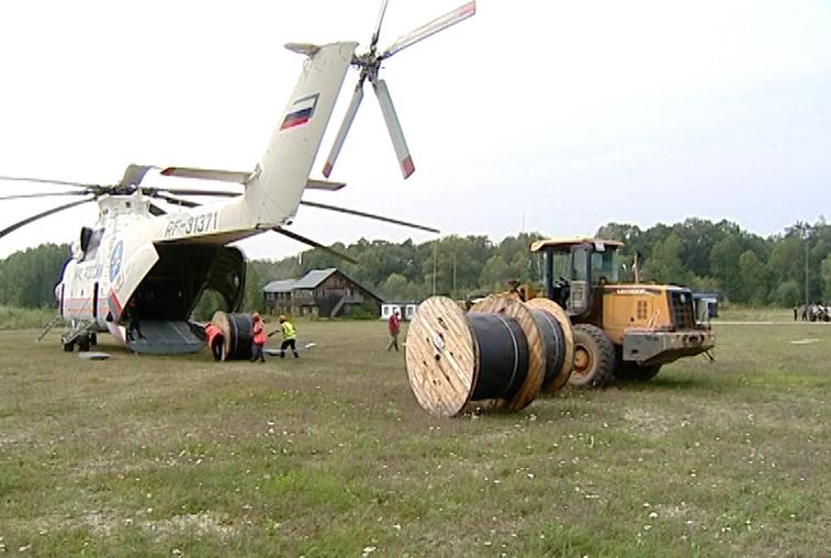 Экипаж крупнейшего в мире транспортного вертолета помог амурским подтопленцам