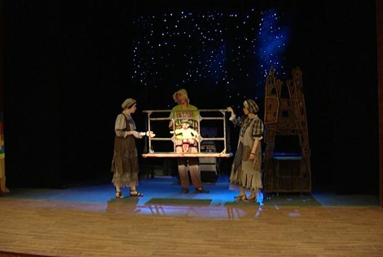 Тонна реквизита и лучшие спектакли: Амурский театр кукол едет в Белгород