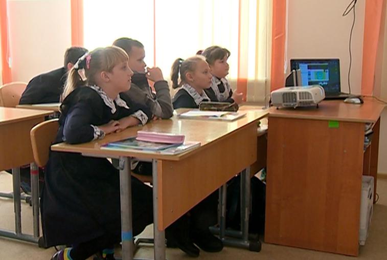 Школьники области начнут изучать по 2 иностранных языка