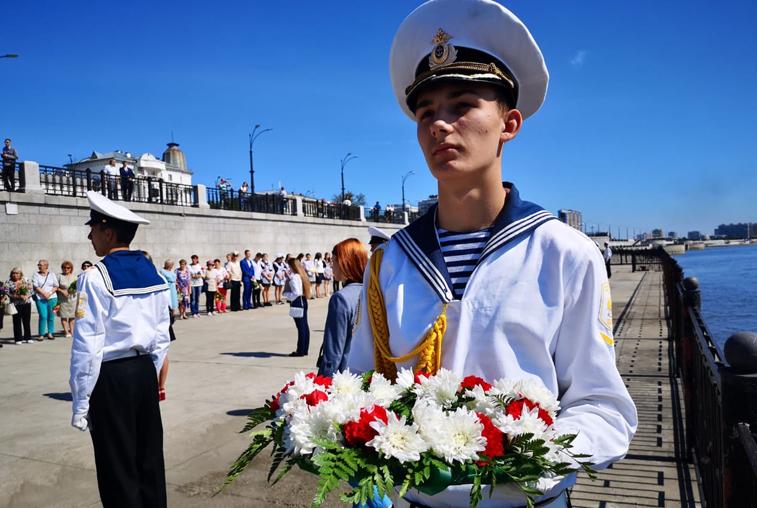 «Цветы на воде»: В Благовещенске прошли памятные акции в честь годовщины окончания Второй мировой войны