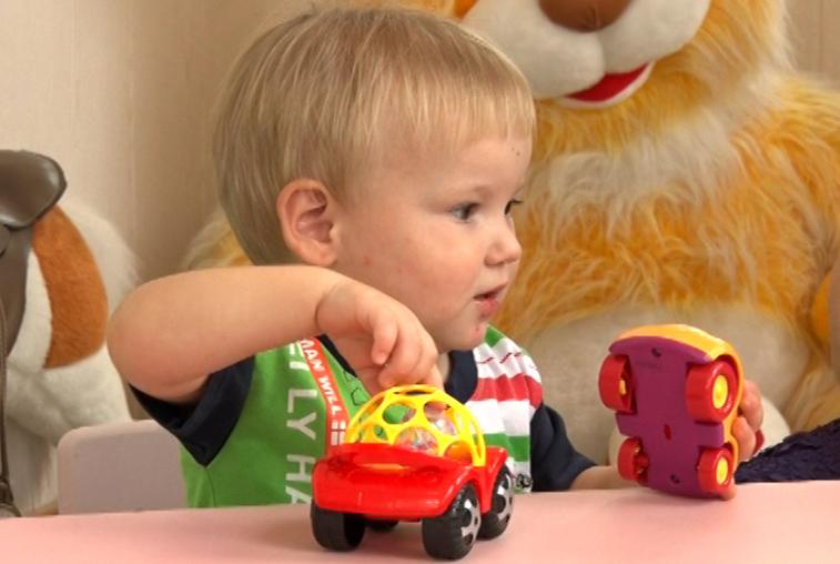 «Счастье каждому»: 2-летний Витя ждет любящих приемных родителей