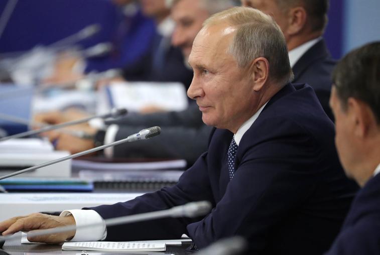Владимир Путин на V ВЭФ: Дальний Восток должен стать точкой притяжения для россиян
