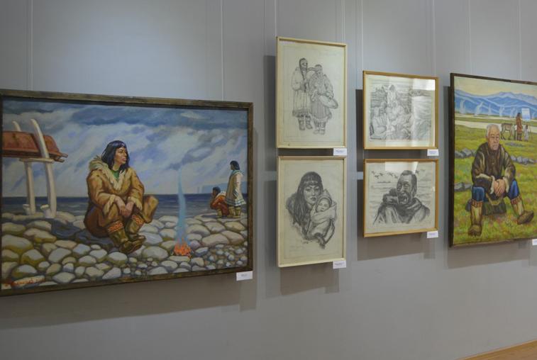 Амурчане могут познакомиться с жизнью и бытом народов Севера на персональной выставке Владислава Афанасьева