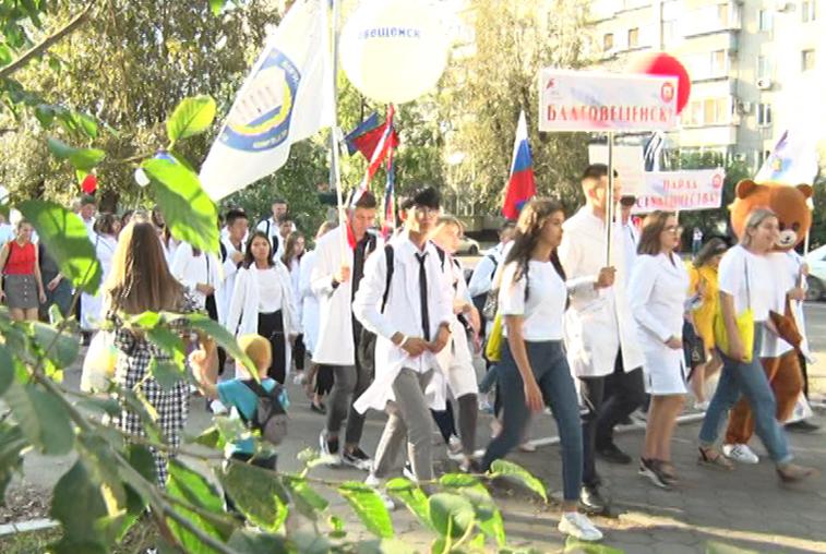 В Благовещенске прошла акция «Парад российского студенчества»
