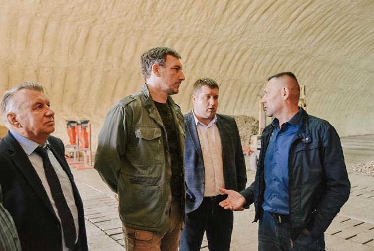 Василий Орлов поблагодарил гродековского фермера, который безвозмездно помог подтопленцам картофелем