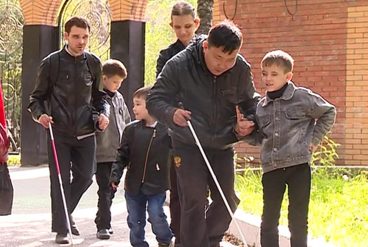 Незрячая семья из Свободного стала примером семейной гармонии для окружающих