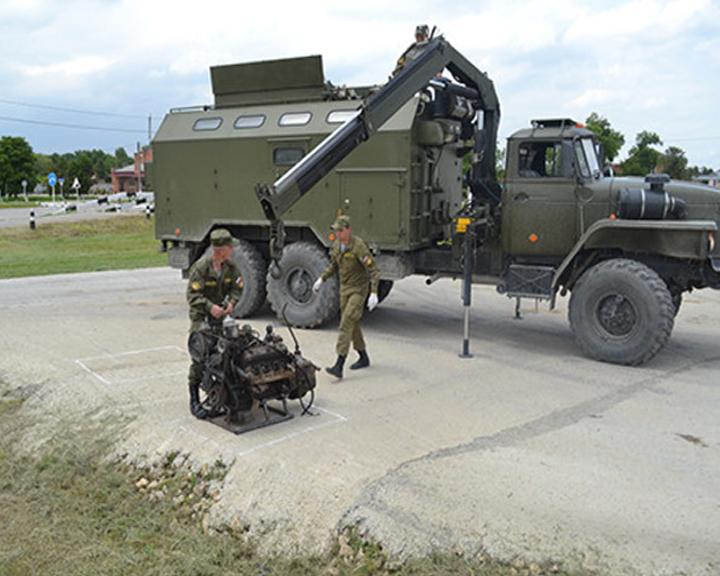 Очередная партия спецмашин для ремонта военной техники поступила в Приамурье