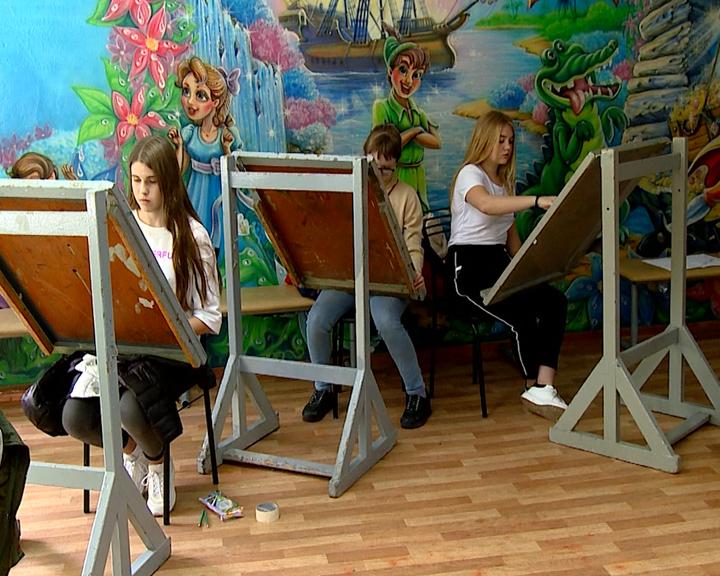 Юные амурские художники стали первыми подопечными нового образовательного центра «Вега»