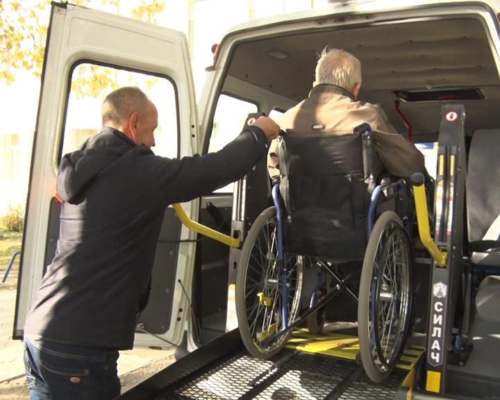 В Благовещенске появилось бесплатное социальное такси для инвалидов