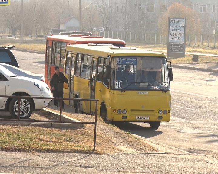 Предотвратить ДТП: госавтоинспекторы проверяют маршрутные автобусы и их водителей