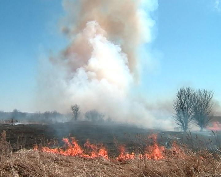 Сотрудники МЧС напоминают жителям области о противопожарных требованиях