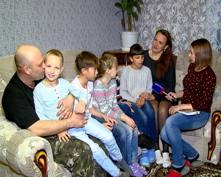 Семейная пара из Владимировки взяла к себе в семью сразу 5-х детей
