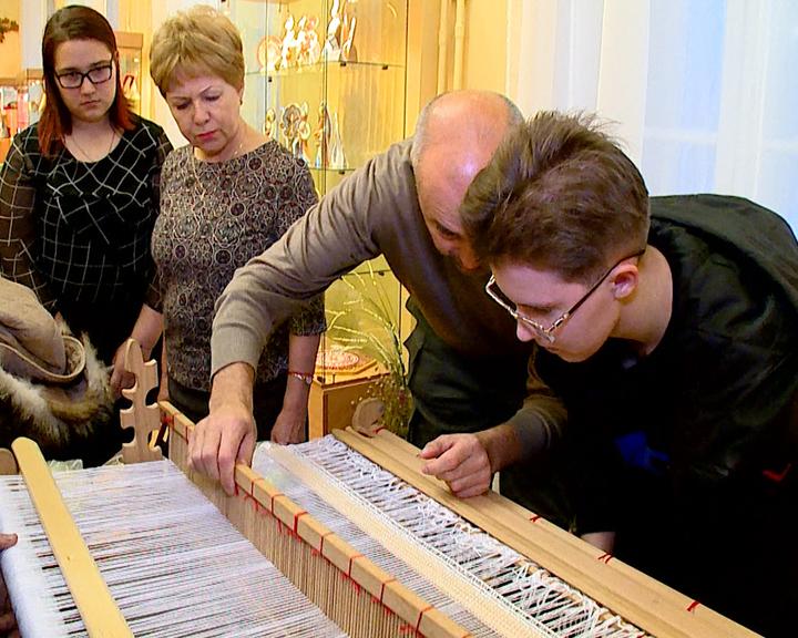 В честь юбилея клуба «Светлица» в АОДНТ прошла выставка работ народных умельцев