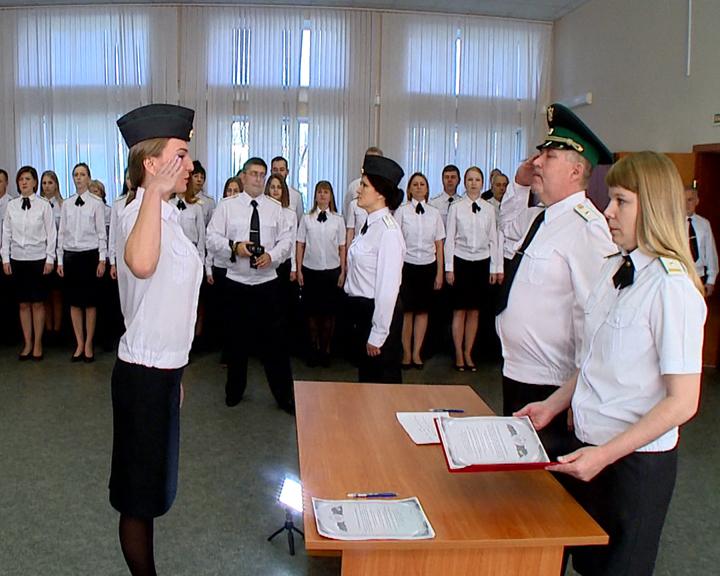 В Благовещенске приняли присягу 14 молодых судебных приставов