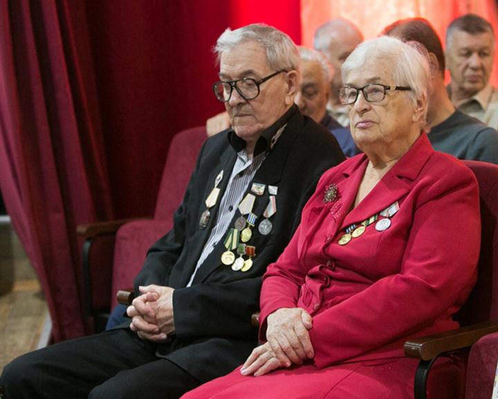 В благовещенском Доме культуры прошла церемония награждения ветеранов БАМа