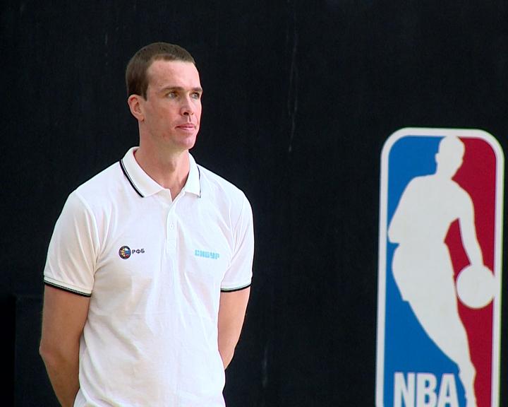 Ведение мяча в приоритете: тренер сборной России по баскетболу вновь провёл семинар в Благовещенске