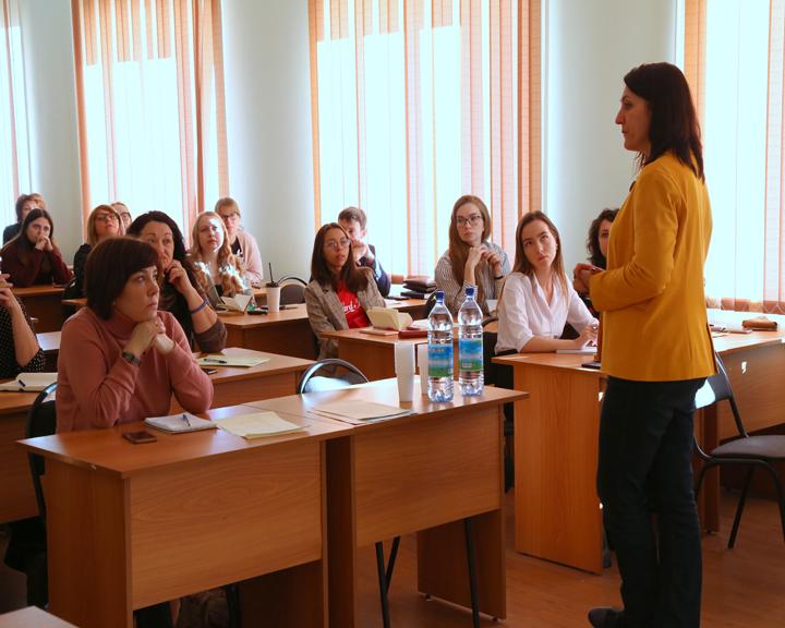 Известный медиаюрист провела в Благовещенске семинар по технике юридической безопасности журналистов
