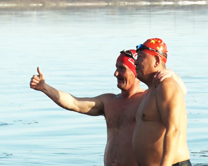 25 российских и китайских спортсменов приняли участие в заплыве «Бурейская миля»