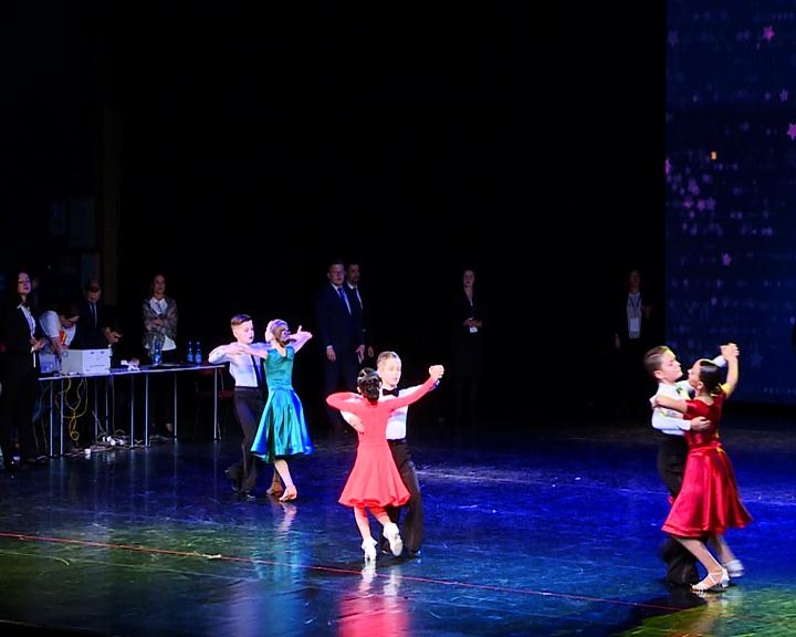 Свыше 230 пар приняли участие в дальневосточном турнире по танцевальному спорту «АмурДэнс»