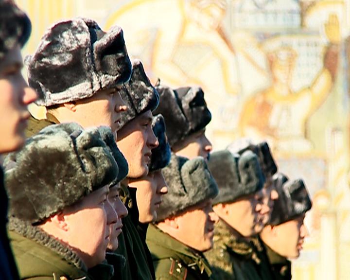 В сухопутные, мотострелковые и военно-воздушные подразделения прибыли около 300 амурских призывников