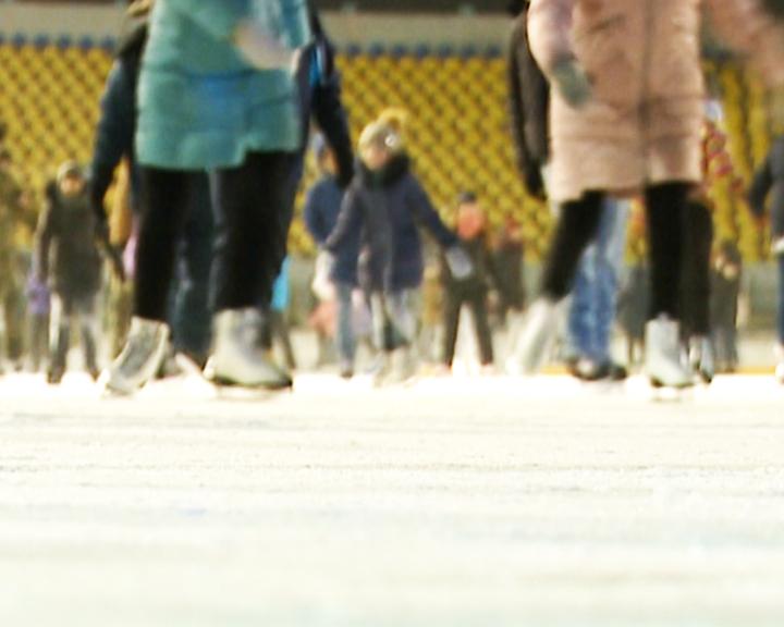 Любители коньков, объединяйтесь! На стадионе «Амур» сегодня открывается зимний сезон