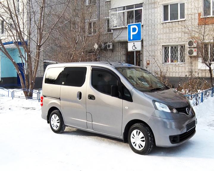 В Благовещенске многодетной матери-одиночке благотворители подарили новый микроавтобус