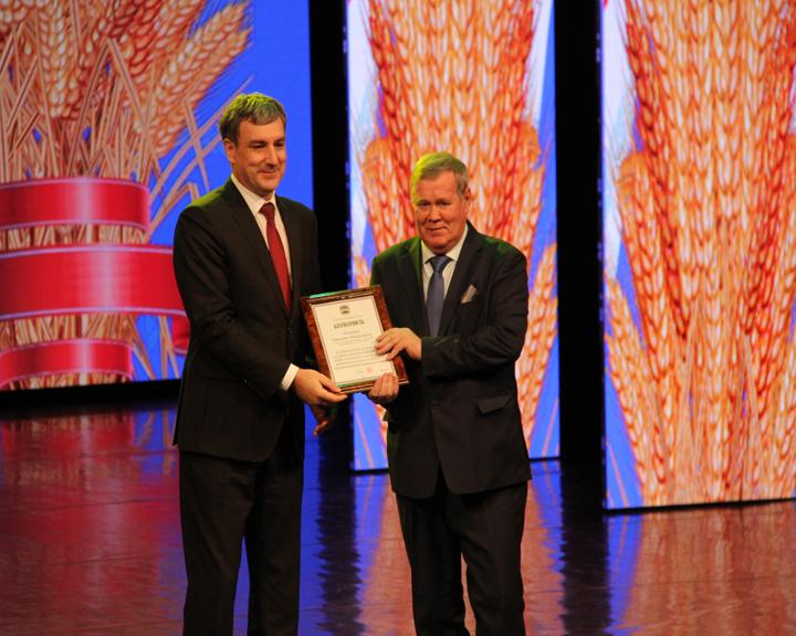 Губернатор области поздравил амурских аграриев с их профессиональным праздником