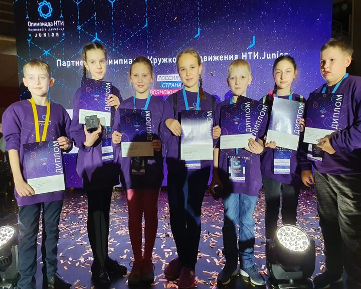 Школьники из Свободного заняли первое место на инженерных соревнованиях во Владивостоке