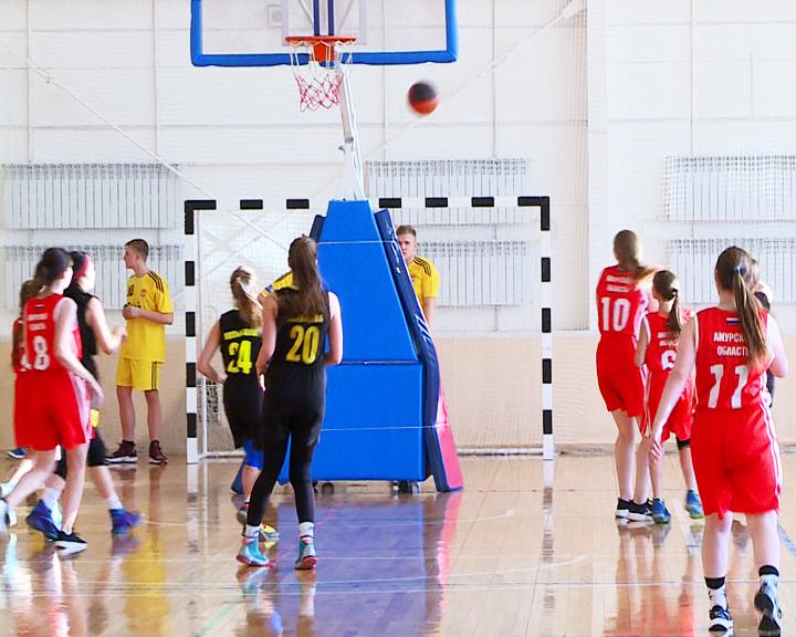 Парни из 200-ой школы и девушки из 3-й стали лучшими на муниципальном этапе чемпионата «КЭС-Баскет» в Белогорске