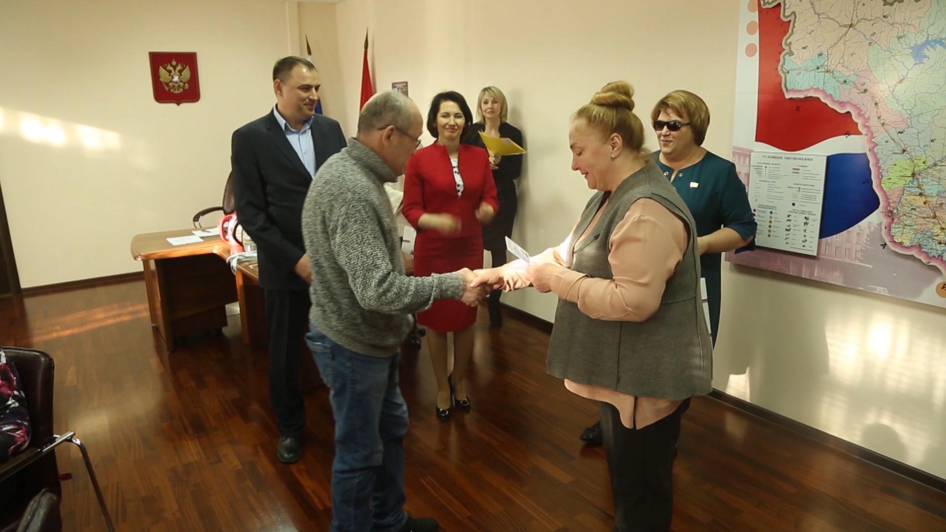 Девять жителей области стали почетными донорами региона