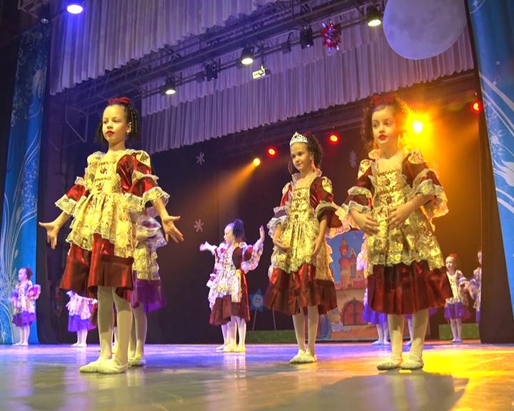 «День без волшебства»: В благовещенском Дворце Профсоюзов показали новогодний спектакль