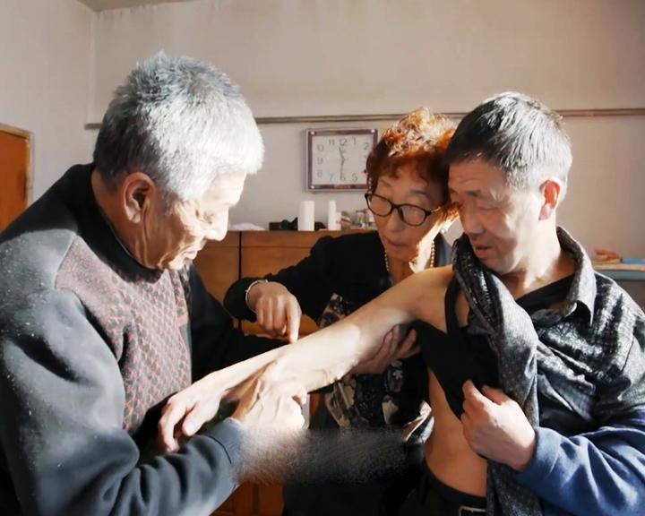 Картину о спасении Мэн Сянго амурскими врачами и медсестрами перевели на русский язык и выложили в общий доступ
