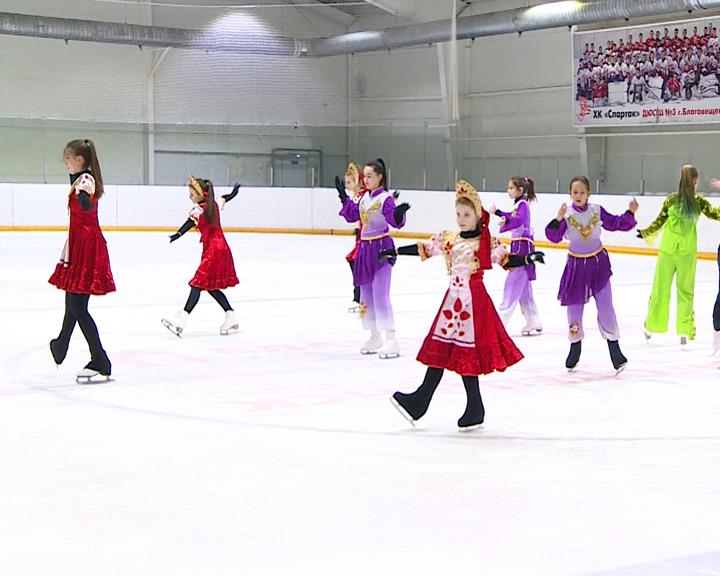 Ледовый театр готовит номер к открытию международного хоккейного турнира на Амуре