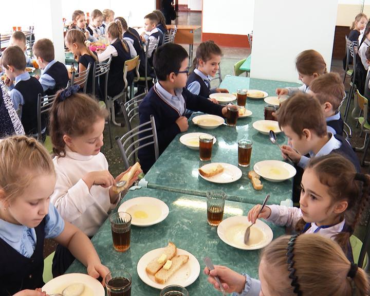О том, почему областное совещание по теме школьного питания проходило в колледже сервиса и торговли