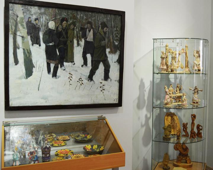 Сказать спасибо ветеранам через творчество удалось участникам выставки в краеведческом музее