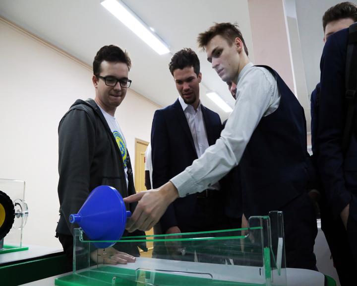 Познавательная выставка из Пекина «Испытать науку» открылась в АмГУ