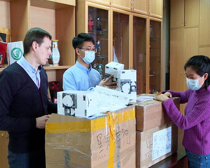 Амурчане собирают гуманитарные посылки в Хэйхэ: Какова ситуация с транспортным коридором