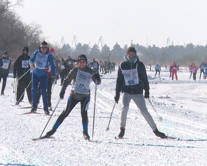Почти 10 тысяч амурчан приняли участие в массовой гонке «Лыжня России»