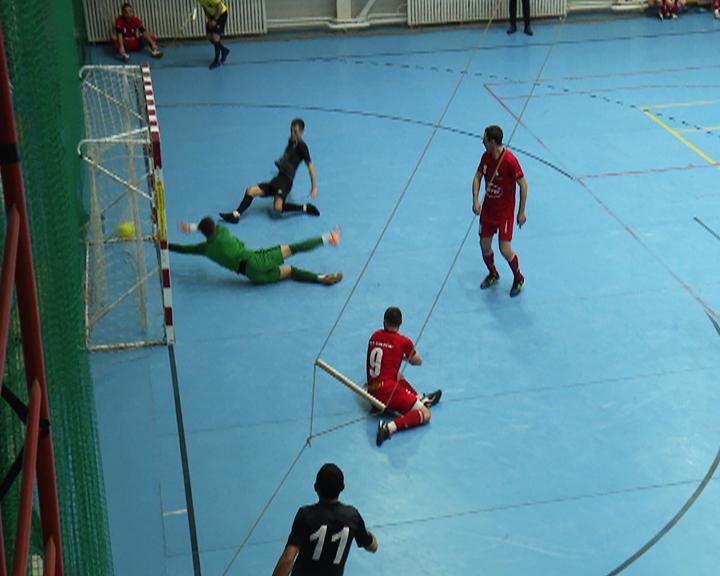 Напряжённостью матчей и мастерством игроков отмечен областной чемпионат по мини-футболу