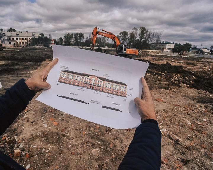 Строительство школ по федеральным программам для двух с лишним тысяч ребят ведётся в Приамурье