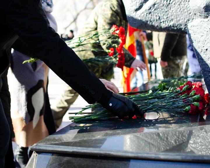 Амурчане почтили память погибших в локальных войнах и военных конфликтах