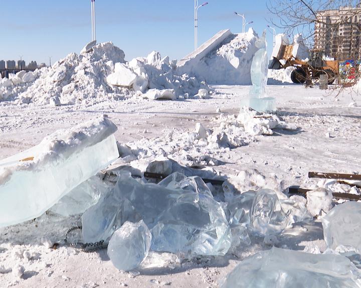 Сегодня в Благовещенске начали демонтировать снежный городок