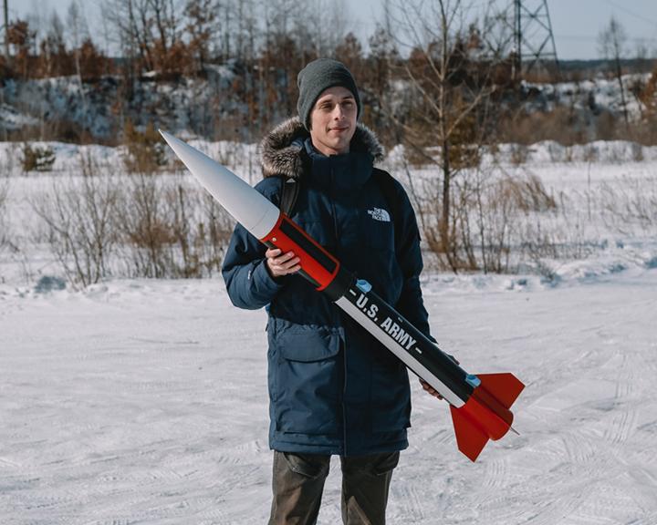 Студенты АмГУ провели испытания модели ракеты, сконструированной собственными руками
