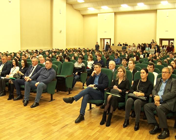 200 вакансий на 400 студентов: В ДальГАУ прошла ярмарка вакансий