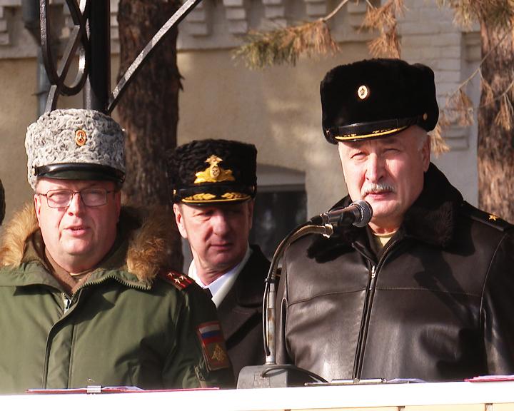Боевое знамя с орденом Жукова было торжественно представлено в ДВОКУ