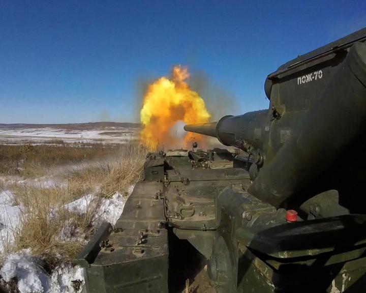 Амурские артиллеристы отработали новую тактику уничтожения бронированной техники противника